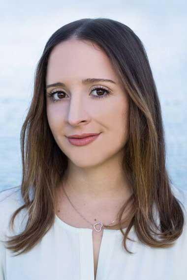 Alexa Gelles Headshot